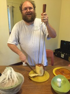 jonathan-cutting-pineapple